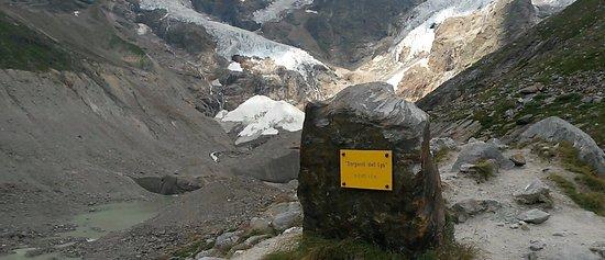Sorgenti del Lys: Cippo al termine del sentiero:Sorgenti del Lys - 2.410m slm