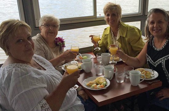 De Pere, Ουισκόνσιν: 80th Birthday Brunch Fox River Cruise