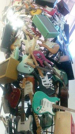 Корона, Калифорния: Fender Guitar Visitor Center