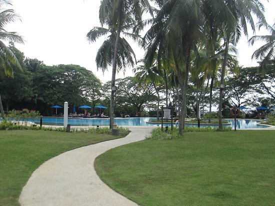 Bangi, Malesia: The big blue swimming pool plus kids' pool.