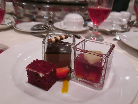 Bangi, Malasia: Red Velvet, Choc.Mousse & Black Currant Fruit Jelly.