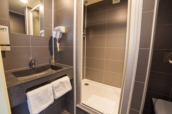 Hotel Library Amsterdam: Bathroom With Rain Shower