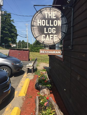 Caledonia, Καναδάς: Hollow Log Cafe