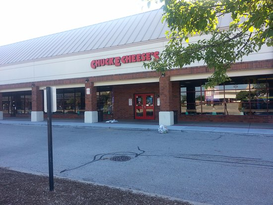 Skokie, Ιλινόις: Front & entrance to Chuck E Cheese's