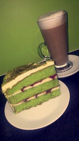Wick, UK: Artysan Coffee with a Jasmine & Green Tea Cake