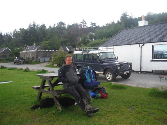 Knoydart Peninsula, UK: NO room at the inn, the stroppy landlord refused to serve any of our group or any one else!