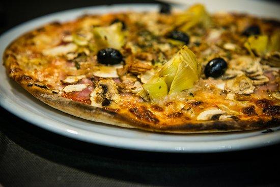 L'Ardenne belge, Belgique : pizza 4 saisons  Mmmmm.....