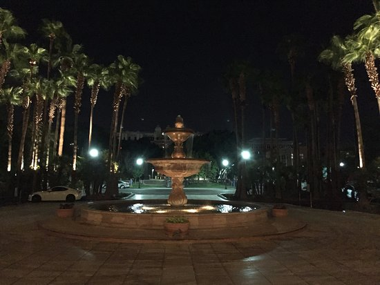 Tempe Mission Palms: Front Courtyard Fountain in the evening