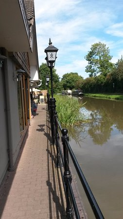 Bromsgrove, UK: A view of the canal from the pub