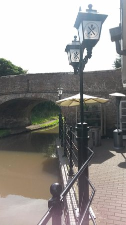 Bromsgrove, UK: A view of some outside facilities & the bridge over the canal