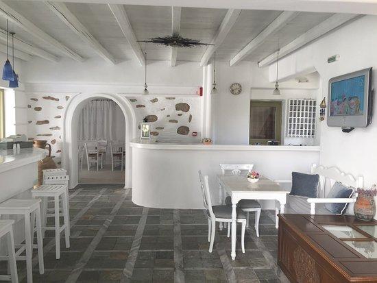 Zefi Hotel: Reception area