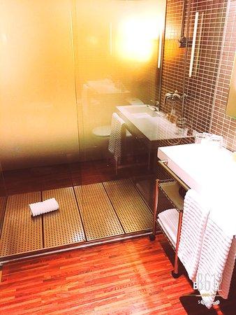 belle salle de bain contemporaine - Photo de Hotel Eurostars Monte ...