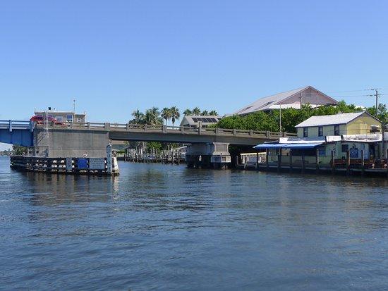 Osprey, فلوريدا: Albee Bridge - Pelican Alley on right