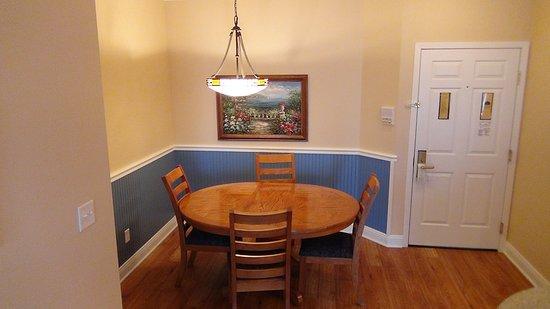 Delavan, Висконсин: Kitchen Table