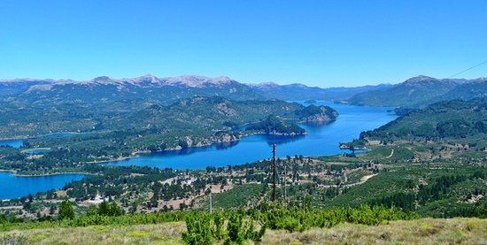 Villa Pehuenia, Argentina: Mirador de las antenas - Lago Moquehue y comunicación con el Lago Aluminé