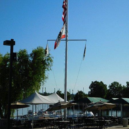 Folsom, CA: Central plaze next to rental facilities