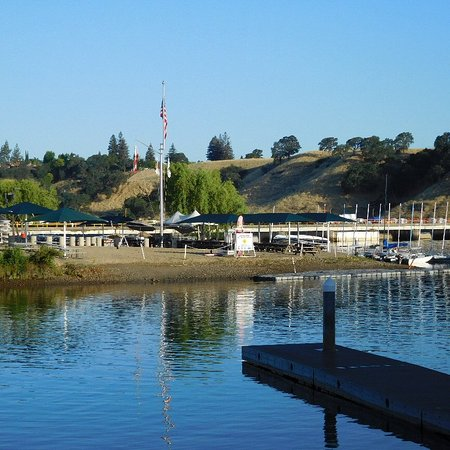 Lake Natoma: Dock area