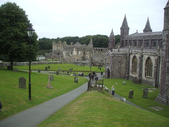 St. Davids, UK: St David's Cathedral looking down onto the Bishop's Palace