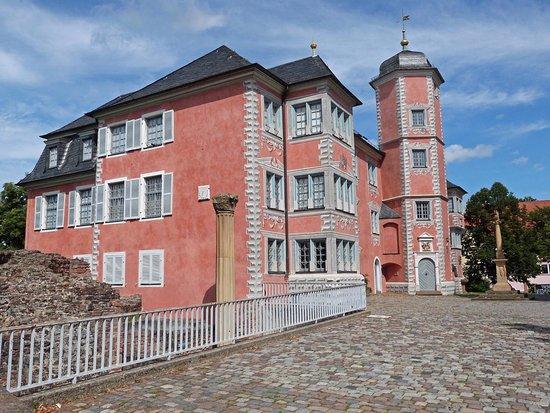 Ladenburg, Alemanha: Das Lobdengau-Museum befindet sich im einstigen Schlösschen der Wormser Bischöfe