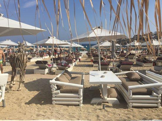 Super Paradise Beach : Angolo lontano dal mare per i ViP