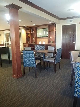 Comfort Inn & Suites Airport Dulles-Gateway: 20160824_114936_large.jpg