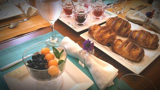 Saint Joseph, MI: Gourmet breakfast.