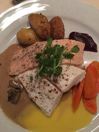 Enhjorningen : Salmon Halibut Dinner