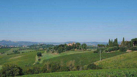 Borgo Tre Rose: Widok na borgo ze wschodu