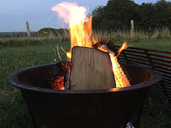 Hellingly, UK: Beautiful views across the camping fields and cozy fire pits.