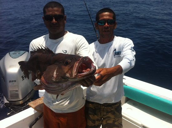 Playa Samara, Costa Rica: staff fishing grouper