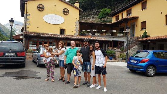 Panes, Испания: la familia en el hotel