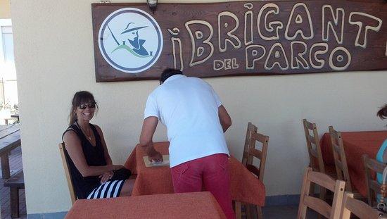 I Briganti del Parco: Johnny provides wonderful customer services , vino and food at I Briganti Parco!