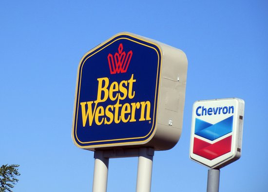 BEST WESTERN Windsor Inn: Best Western by Gas Station, Windsor Inn, Ashland, Oregon