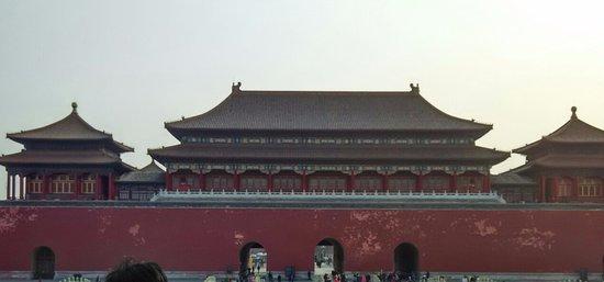 Meridian Gate (Wu Men): 午門是紫禁城的正門