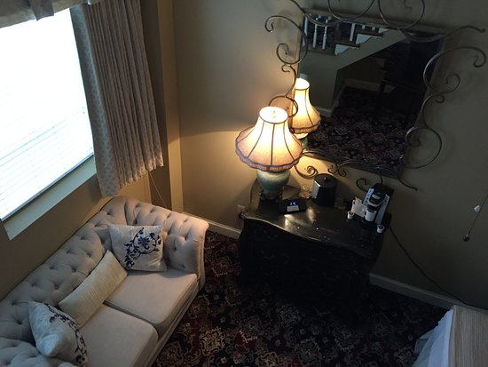 Jackson, MS: seating area in separate bedroom