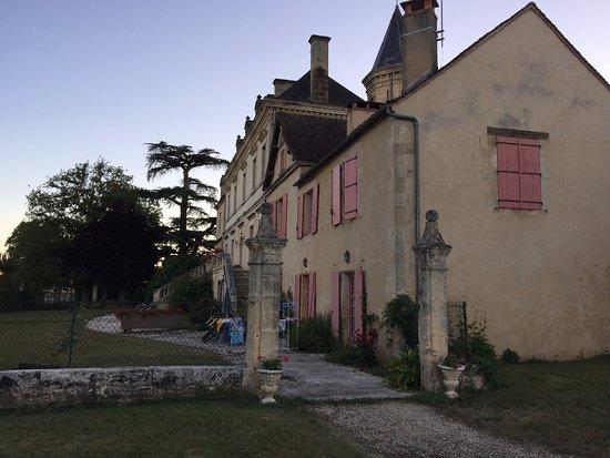 Limeuil, Γαλλία: The Domaine de la Vitrolle - entrance to row of villas
