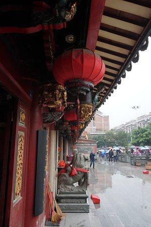 Quanzhou, China: exterior of temple