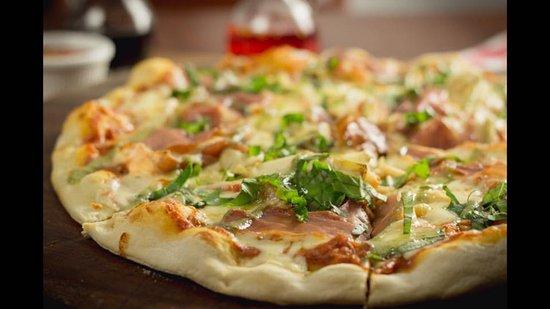 جريسيا, كوستاريكا: Pizza iL Capo, con prosciutto, alcachochas y albahaca fresca