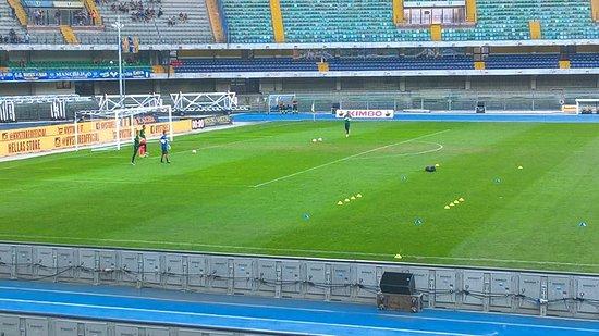 Stadio Marcantonio Bentegodi: Hellas Verona Crotone riscaldamento portieri.