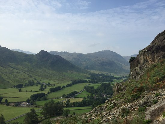 Ambleside, UK: Looking up the Langdale Valley from Raven Crag