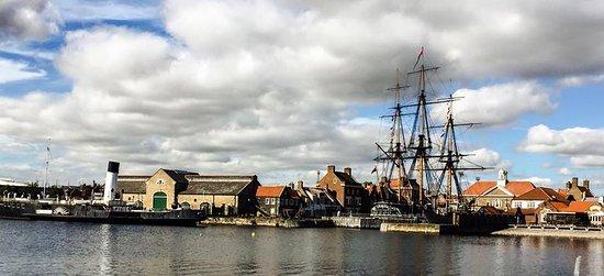 Хартлпул, UK: HMS Trincomalee next to Portofino