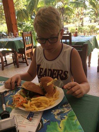 Anse Lazio, Seychelles: Hamburger hache minute