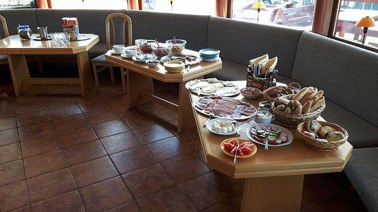 Pec pod Snezkou, Republika Czeska: Bohatý snídaňový bufet