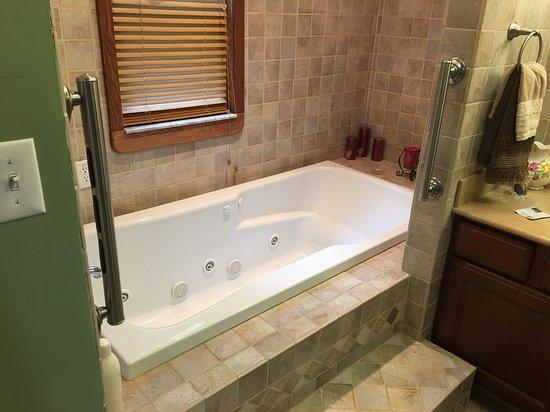 Madison, VA: Coburn Room Jetted tub