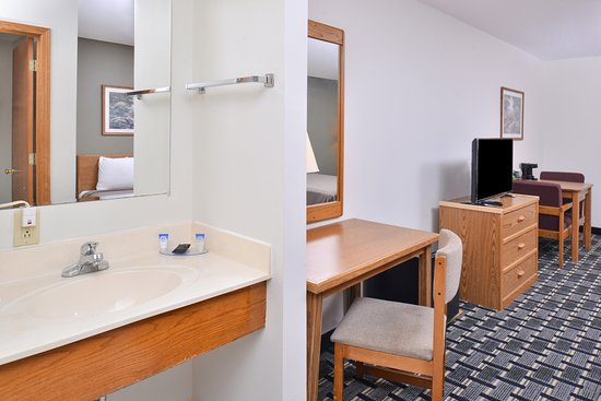 Americas Best Value Inn & Suites Manchester: Room Amenities