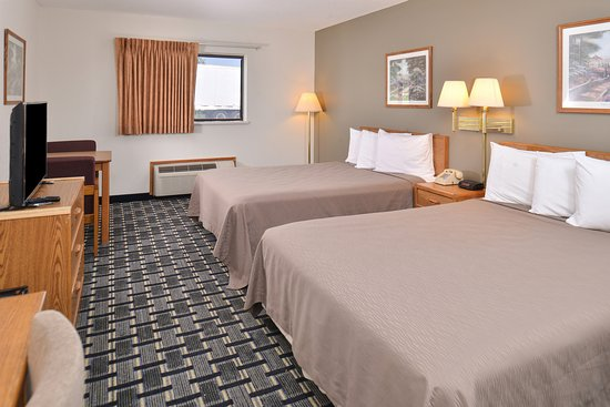 Americas Best Value Inn & Suites Manchester: Two Queen Beds