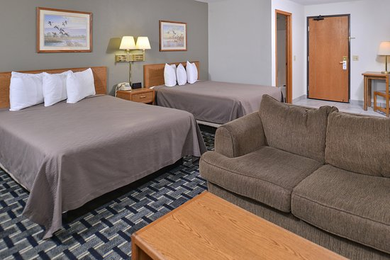 Manchester, IA: Two Queen Beds Suite