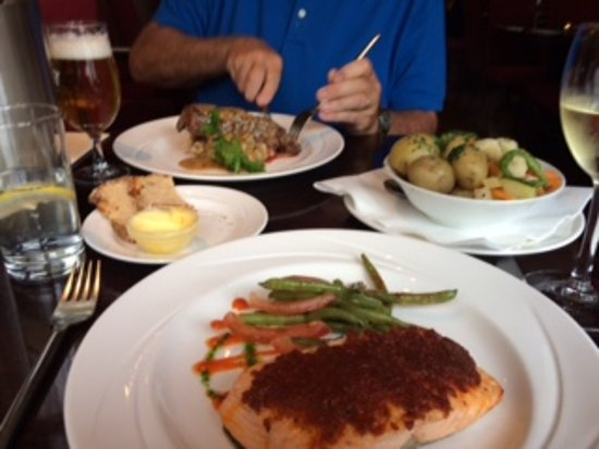 Treyvaud's : Salmon with sundried tomatoes parm crust, green beans.