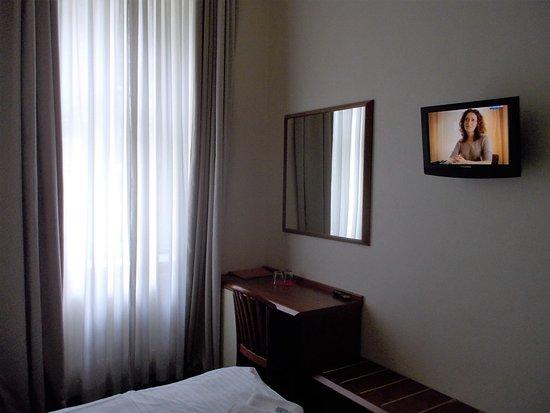 Hotel Europa: Zimmer mit kleinem Flach-TV