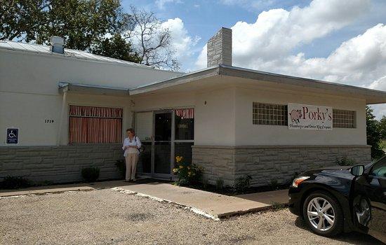 Porky's Hamburgers & Onion Ring Co: Porky's Front Entrance